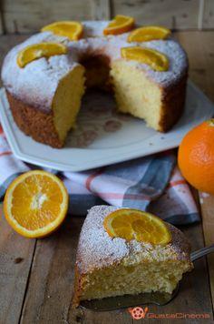 Chiffon cake all'arancia è un dolce soffice, morbido e profumato. Si può gustare semplicemente spolverizzata con zucchero a velo o ricoperte da glasse o creme.
