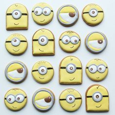 Galletas Cookies, Iced Cookies, Royal Icing Cookies, Sugar Cookies, Cookies For Kids, Cute Cookies, How To Make Cookies, Torta Minion, Minion Cupcakes