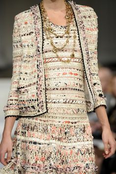 203 details photos of Oscar de la Renta at New York Fashion Week Spring 2011.