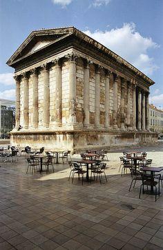 J'étudie les arts appliqués à l'université de Nîmes. Je suis en  troisième année de licence. Et je souhaite me tourner vers les Beaux Arts l'année prochaine. Je croise les doigts.