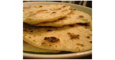 Teen Pardari Rotti - Roti, Naan, Bread, Paratha Teen Pardari Rotti is an Indian bread made from flour, wheat flour and rice flour. Naan, Sin Gluten, Gluten Free Recipes, Vegan Recipes, Eggless Recipes, Vegan Meals, Bread Recipes, Roti Bread, Best Indian Recipes