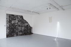 Adriano Amaral | Untitled, 2015 Aluminium bar, silicone, chalk powder