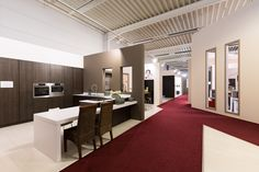 Bij Keukenhuis helpen wij u graag verder bij het uitzoeken van uw droomkeuken op maat! Bekijk nu al onze modellen!