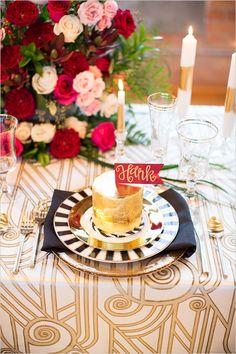 Omg. We love anything mini! Miniature cakes for place cards. #nyeweddingideas #goldweddingideas