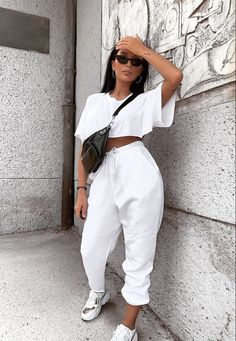 Look at more ideas about Design and style clothes, Swag outfits and Woman fashion. Crop Top Outfits, Chill Outfits, Cute Casual Outfits, Swag Outfits, Mode Outfits, Stylish Outfits, Summer Outfits, Jogging Outfit Summer, Classy Chic Outfits