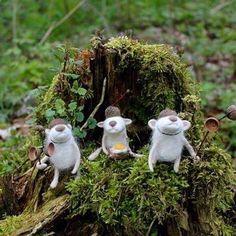 #miszek #bear #fiberart #feltedanimals #felting #wetfelting #wool #igersgdansk #gaybear #beardedgay #かわいい  #熊 #羊毛フェルト #テディベア #needlefelting #fiberartist #wzory #wzorytargi #eggontoast Felting, Garden Sculpture, Bears, Wool, Outdoor Decor, Animals, Animales, Felt Fabric, Animaux