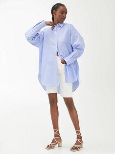 Oversized Poplin Shirt - Blue/White - Shirts & blouses - ARKET WW Blue And White Shirt, White Shirts, Oversized White Shirt, Polo Shirt Girl, Jackie Kennedy, Converse Sneakers, Elizabeth Taylor, Easy Wear, Stan Smith