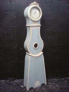 Mora clock in blue and white