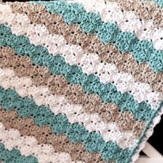 Shell Stitch Baby Blanket - Free Pattern by Divonsir Borges
