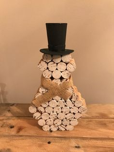 Wine cork snowman sits approximately 10 inches tall with black hat and burlap scarf. A cute way to decorate for the holidays Please leave a comment about which type of bowscarf youd prefer Wine Craft, Wine Cork Crafts, Wine Bottle Crafts, Wine Bottles, Soda Bottles, Snowman Crafts, Holiday Crafts, Snowman Ornaments, Snowmen