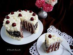 Tort spirala cu crema de mascarpone si visine Romanian Food, Romanian Recipes, Cheesecake, Desserts, Dessert Ideas, Spiral, Cherry, Drinks, Kitchens
