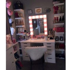 Personally, what I find unique about this space or room is the fact that this spot inspires you and make you feel comfortable as well as beautiful once you are sited and about to get started. Cute Bedroom Ideas, Cute Room Decor, Girl Bedroom Designs, Teen Room Decor, Room Ideas Bedroom, Bedroom Decor, Vanity Makeup Rooms, Vanity Room, Beauty Room Decor