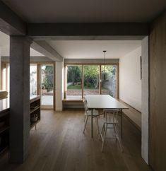 """""""Catherine's House"""" à Dublin par Ryan W. Brick Extension, Dublin House, Brick Construction, Flat Roof, Home Deco, Architecture Design, Cottage, House Design, Interior Design"""