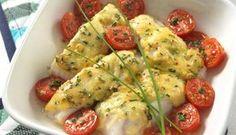 I denne oppskriften blir torsken ovnsbakt og gratinert med ost og sennep. Og som alltid er tomat og basilikum er en perfekt kombinasjon, og glimrende følge til fisk. Fish Dinner, Seafood Dinner, Fish And Seafood, Norwegian Food, Norwegian Recipes, Scandinavian Food, Cooking Recipes, Healthy Recipes, Recipes