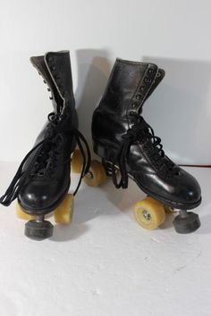 f485d4efe5242 Vtg Men s Roller Skates Hyde Black Boot Artistic Powell Bones 62MM 98A  Wheels