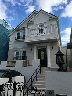 施工事例   こだわりの手づくり輸入住宅 クラフトメイドハウス Mansions, House Styles, Home Decor, Decoration Home, Manor Houses, Room Decor, Villas, Mansion, Home Interior Design