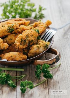 Receta del Pollo empanizado con Parmesano y perejil. receta con fotografías del paso a paso y recomendaciones de degustación. Recetas de pollo...