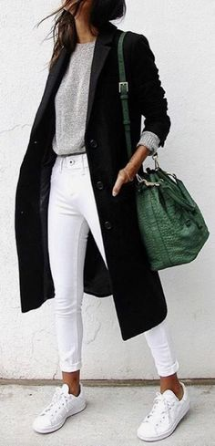 Comfy and cute casual outfit with sneakers.