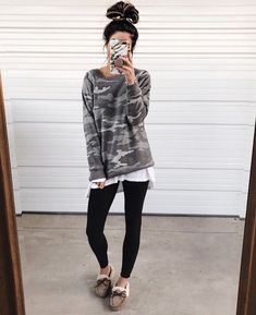 <Promotion> If you like the cropped jean look however need one thing with a little extra stretch, go together with a cropped flare legging. This fashion seems super cute with a pair of open-toe mules and a puff-sleeve shirt. Adidas Leggings Outfit, Adidas Tights, How To Wear Leggings, Leggings Fashion, Women's Leggings, Printed Leggings, Cheap Leggings, Casual Leggings Outfit, Tribal Leggings