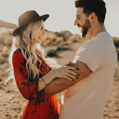 That genuine, in love laughter 😍 - Michaela Mangum ( Couple Photography Poses, Couple Portraits, Couple Posing, Couple Shoot, Engagement Photo Outfits, Engagement Photo Inspiration, Engagement Couple, Engagement Session, Mountain Engagement Photos