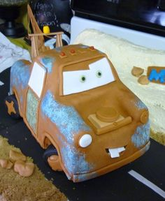 Tow Mater Tow Mater and cake desert are edible. Tow Mater, Movie Cars, Disney Movies, Deserts, Cakes, Food, Disney Films, Cake Makers, Kuchen