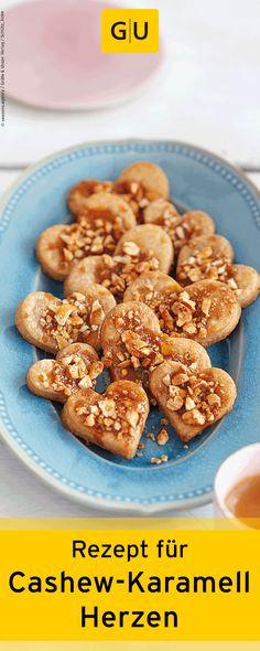 """Rezept für Cashew-Karamell-Herzen aus dem Buch """"Weihnachtsplätzchen - Himmlisch lecker und bezaubernd süß"""". Ihr findet das Rezept in der Leseprobe zum Buch.⎜GU"""