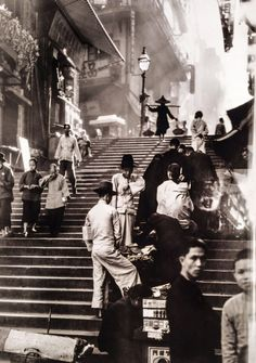 "natgeofound: "" Vendors and pedestrians along a steep staircase in Hong Kong, November by W. Robert Moore, National Geographic "" There's so much about this picture that makes it. Old Pictures, Old Photos, Cover Photos, Vintage Photographs, Vintage Photos, National Geographic History, Historical Photos, Belle Photo, Shanghai"