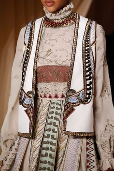 Valentino Spring 2015 Couture Fashion Show Details Couture 2015, Style Haute Couture, Spring Couture, Couture Details, Fashion Details, Couture Fashion, Runway Fashion, Fashion Design, London Fashion