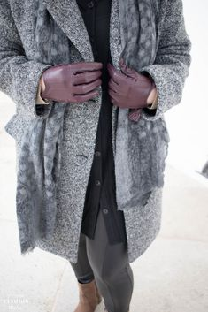 Die richtige Pflege für Handschuhe aus Leder! Winter Outfits, German Fashion, Passion For Fashion, Fur Coat, Clothes For Women, Tricks, Jackets, How To Wear, Stuff To Buy