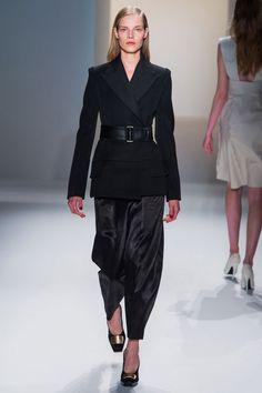 Suvi Koponen chez Calvin Klein Collection automne-hiver 2013-2014 http://www.vogue.fr/mode/cover-girls/diaporama/suvi-koponen-en-50-looks-vogue-paris-mars-2013-mert-marcus-looks-defiles-calvin-klein-collection-chloe/9383/image/704455#10