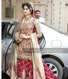 New Indian Bridal White Pakistani Dresses Ideas Pakistani Bridal Lehenga, Pakistani Wedding Outfits, Indian Bridal Outfits, Indian Bridal Wear, Pakistani Dress Design, Pakistani Dresses, Lehenga Choli, Walima Dress, Shadi Dresses