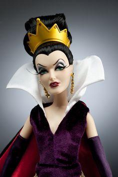 LA REINE (Blanche Neige) - La collection exclusive Disney Store des méchantes de Disney en édition limitée disponible du 10 septembre au 15 octobre sur Disneystore.fr - © Disney  #LAREINE