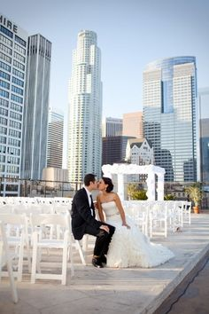 An AMAZING outdoor venue for a modern city wedding! {Los Angeles Athletic Club}