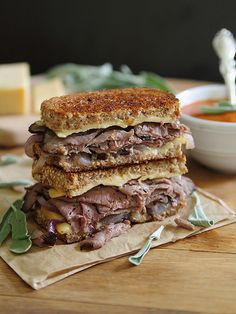 Perfecting the art of the soup and sandwich lunch : Roast beef smoked gouda grilled cheese Gourmet Sandwiches, Gourmet Burger, Delicious Sandwiches, Wrap Sandwiches, Steak Sandwiches, Delicious Burgers, Grilled Cheese Recipes, Beef Recipes, Cooking Recipes