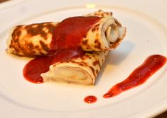 Protein-crêpe med vaniljeyoghurt og jordbærsirup (Bakekona) Mille Crepe, Crepes, Dutch, Pancakes, Protein, Ethnic Recipes, Baby, Food, Blogging