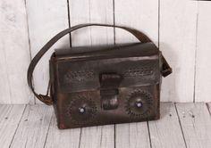 Vintage de 1960 cuero marrón bolso monedero marrón bolso Mini becerro Mini Satchel marrón cuero bolso de la señora fileteado Hippie Boho de TheVintageEurope en Etsy https://www.etsy.com/es/listing/385381882/vintage-de-1960-cuero-marron-bolso