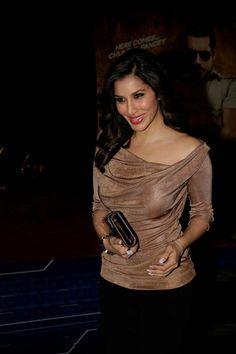 Sophie Chaudhary at Dabangg-2 Premiere.