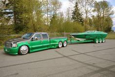 """Ce Ford F-350 de 2006 a été la vedette du magazine """"Trucks Plus"""". Une petite fortune a été investi dans sa customisation. Il est équipé d'un moteur diesel Powerstroke de 6 litres avec boîte automatique, de 6 roues de 24 … Lire la suite → Dropped Trucks, Lowered Trucks, Dually Trucks, Chevy Pickup Trucks, Big Rig Trucks, Mini Trucks, New Trucks, Diesel Trucks, Lifted Trucks"""