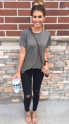 Gray top, black skinnies, brown sandals. Summer outfit #sandalssummer