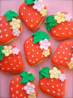 Fruit Cookies, Strawberry Cookies, Fancy Cookies, Cute Cookies, Royal Icing Cookies, Sugar Cookies, Cookie Icing, Cookie Designs, Cookie Ideas