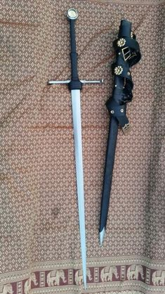 Munich Longsword by Mateusz Sulowski. Inspo for Sabine's sword! Swords And Daggers, Knives And Swords, Sword Reference, Templer, Medieval Weapons, Arm Armor, Fantasy Weapons, Cold Steel, Medieval Fantasy