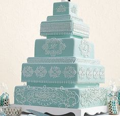 love the blue ::YES! I love this cake! Soo much detail and the many layers!