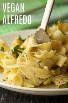 Cheesy Garlic Vegan Alfredo. This super rich and creamy entree is ready in 30 minutes! #vegan #lovingitvegan #alfredo #dinner #dairyfree