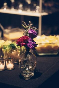 Halloween wedding centerpiece / http://www.himisspuff.com/halloween-wedding-ideas/5/