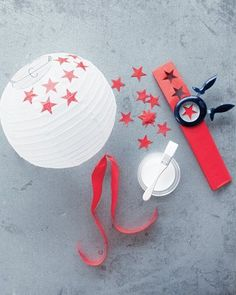 Makeover plain paper lanterns for July party decor.someday I will have a of July party! 4th Of July Party, Fourth Of July, Patriotic Party, July Crafts, Diy And Crafts, Diy Projects To Try, Craft Projects, Diy Paper, Paper Crafts
