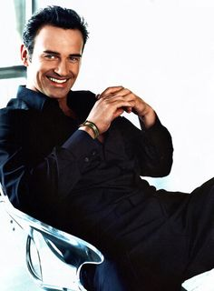 Good Doctor - Dr. Christian troy from Nip/Tuck played by actor Julian Mcmahon