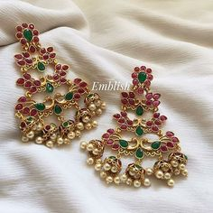 Jewelry OFF! Top 13 Traditional South Indian Wedding Jewellery Trend of This Year Gold Jhumka Earrings, Indian Jewelry Earrings, Jewelry Design Earrings, Gold Earrings Designs, Indian Wedding Jewelry, Antique Earrings, Bridal Jewelry, Gold Necklace, Silver Jewellery