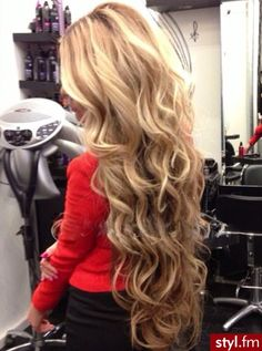 If only I could find a realistic way to curl my hair, it would look like this every day