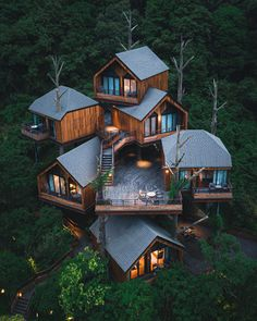 Beautiful Tree Houses, Cool Tree Houses, Beautiful Homes, Amazing Architecture, Modern Architecture, Tree House Designs, Luxury Homes Dream Houses, Luxury Tree Houses, Forest House