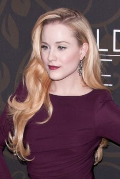 Evan Rachel Woods glamorous, blonde hairstyle